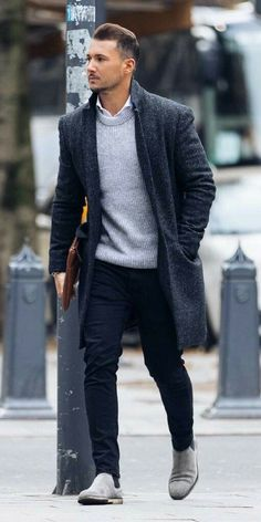 How to wear grey suede chelsea boots for men looks & outfits Stylish Men, Men Casual, Casual Winter, Winter Style, Autumn Style, Mens Casual Business Attire, Casual Shoes, Shoes Style, Casual Outfits