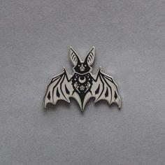 Night creatures - The Bat Enamel Pin – Manière Noire Loona Kim Lip, Witch Tattoo, Cute Bat, Creatures Of The Night, Cool Pins, Hard Enamel Pin, Pin And Patches, Pin Badges, Pastel Goth