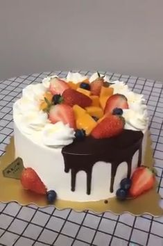 Cake Recipes Easy Chocolate Baking - New ideas Easy Chocolate Desserts, Chocolate Drip Cake, Chocolate Cake Recipe Easy, Cake Decorating Frosting, Cake Decorating Videos, Cake Decorating Techniques, Easy Vanilla Cake Recipe, Easy Cake Recipes, Dessert Recipes