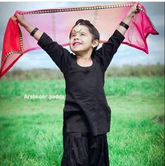 Kids Indian Wear, Baby Suit, Mom Daughter, Projects For Kids, Cute Babies, Kids Fashion, Photoshoot, Bougainvillea, Poses