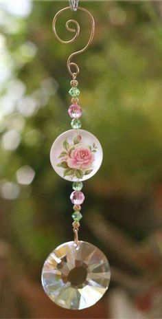 Swarovski crystals in windows for prismatic sparks of rainbow wonderfulness! Mobiles, Diy Jewelry, Jewelery, Jewelry Making, Wire Crafts, Bead Crafts, Sun Catchers, Diy Wind Chimes, Homemade Christmas Gifts