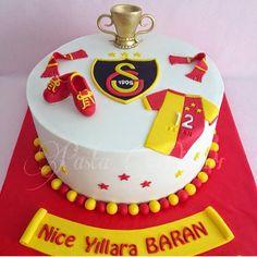 Football Cake Design, Brithday Cake, Pasta Cake, Relationship Gifts, Superhero Cake, Fondant, Muffin, Food And Drink, Cupcake