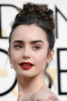 The first big night on 2017's awards-season calendar saw the likes of Emma Stone, Claire Foy and Viola Davis picking up key prizes for their acting prestige, but who got top points when it came to the hair and make-up? Here, see Vogue[/i]'s edit of the best Golden Globes beauty, straight from the red carpet.
