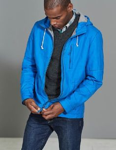 #Boden Dulwich Waxed Jacket Pool Men Boden, Blue 40003398 #Rugged and practical with bags of style - its no surprise that customers love this relaxed-fit waxed jacket. Pop the hood up and youll stay dry as a bone in the lightweight waxed cotton. A brushed lining holds the warmth in while a host of pockets keep your essentials safe too.
