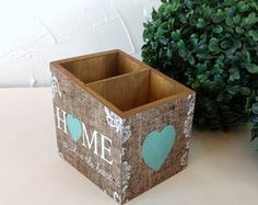 Porta Controle Home turquesa Decoupage, Winter Porch, H & M Home, My Works, Chalk Paint, Toy Chest, Stencils, Diy And Crafts, Decorative Boxes
