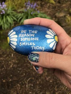50 Best Painted Rocks Ideas, Weapon to Wreck Your Boring Time Painted Rock Ideas – Do you need rock painting ideas for spreading rocks around your neighborhood or the Kindness Rocks Project? Here's some inspiration with my best tips! Pebble Painting, Pebble Art, Stone Painting, Diy Painting, Painting Quotes, Rock Painting Ideas Easy, Rock Painting Designs, Stone Crafts, Rock Crafts