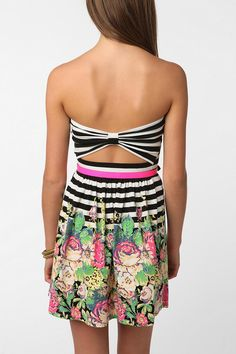 UrbanOutfitters - Kimchi Blue Printed Bow-Back Strapless Dress