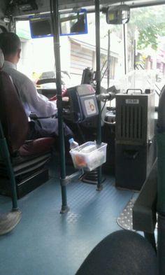 버스타고 이동할때 제품을 사용한다.
