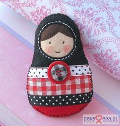 Pakamera Artystyczna - broszki - Matrioszka --- black-red-white --- :)