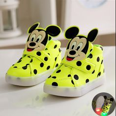 New for 2016! Adorable light up Mickey shoes! Available in yellow/green, black or pink.  USsize5.5=Euro21=Insole13.5cm  USsize6.5=Euro22=Insole14cm  USsize7=Euro23=Insole14.5cm  USsize8=Euro24=Insole15cm  USsize8.5=Euro25=Insole15.5cm  USsize9 =Euro26=Insole16cm  USsize10 = Euro27 = Insole16.5cm  Ussize11 = Euro28 = Insole17cm  USsize11.5 = Euro29 = insole17.6cm  USsize12.5 = Euro30 = Insole18.3cm  Department Name: ChildrenItem Type: casual shoesUpper Material: Patent LeatherFeature…