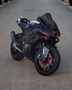 Tag Your Friends Whom You Think Are crazy About Cars/Bikes Source : Motos Yamaha, Yamaha Motorcycles, Yamaha Yzf R1, Vintage Motorcycles, Custom Motorcycles, Sport Motorcycles, Futuristic Motorcycle, Retro Motorcycle, Motorcycle Design