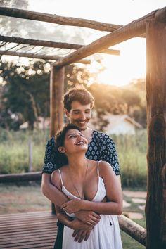 Ensaio de casal criativo Couple Photoshoot Poses, Couple Photography Poses, Men Photography, Couple Posing, Couple Style, Cute Celebrity Couples, Cute Couples, Fall Couple Pictures, Wedding Photography India