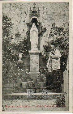 Rennes-le-Château, l'abbé Saunière devant le pilier de la Vierge