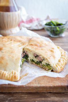 Bread And Pastries, Calzone, Savoury Cake, Spanakopita, Empanadas, Finger Foods, Italian Recipes, Bakery, Cooking Recipes
