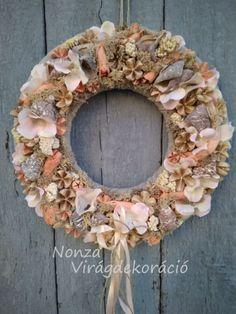 Nonza ajtódíszek - NONZA Virágdekoráció Burlap Wreath, Floral Wreath, Wreaths, Spring, Home Decor, Floral Crown, Decoration Home, Door Wreaths, Room Decor