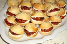 apatizers for party Sweet Bar, Cooking Recipes, Healthy Recipes, Buffet, Food Humor, Appetizers For Party, Pretzel Bites, Holidays And Events, Doughnut