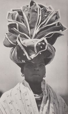 Xhosa traditional headwrap from the Eastern Cape, South Africa. Published in the book African Elegance by Alice Mertens and Joan Broster