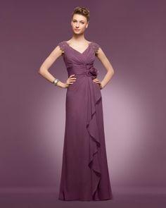 Finísimo diseño ideal para una madrina de boda en color berenjena. Imagen Couture Club by Rosa Clara 2014