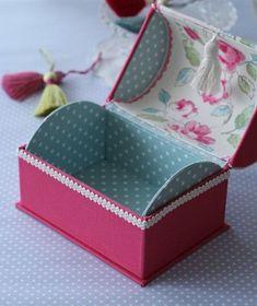 The world's catalog of creative ideas Diy Gift Box, Diy Box, Cardboard Box Crafts, Paper Crafts, Diy Karton, Diy And Crafts, Arts And Crafts, Seashell Crafts, Sewing Box