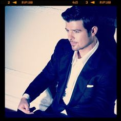 Robin Thicke Robin Thicke, My Girl, Sexy Men, Celebs, Singer, Women's Fashion, Shit Happens, Chic, Wall