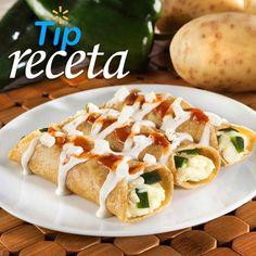 Tacos de papa y queso. Lo delicioso de nuestras recetas es que son fáciles de preparar. En Walmart SIEMPRE encuentras TODO y pagas menos. Vegetarian Platter, Pasta, Walmart, Baked Potato, Potatoes, Baking, Queso, Ethnic Recipes, Food