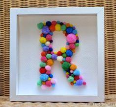 Inicial con pompones para decorar - Diy: Monogram Art (by Mimosorum)