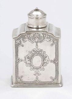 TeedoseGarbrand van Lingen/Emden, um 1730. Silber. Punzen: Meistermarke, Stadtstempel. H. 11,5 cm. G — Silber