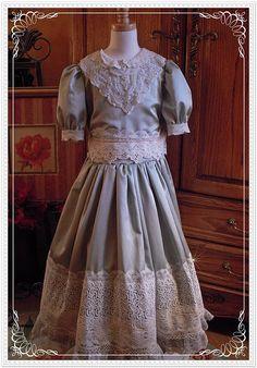 The Nutcracker Ballet, Clara's dress