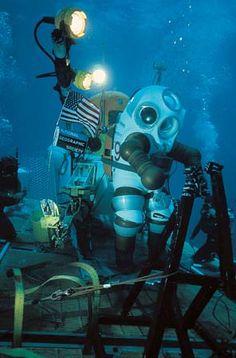 diving suit: Jim suit -- Kids Encyclopedia | Children's Homework Help | Kids Online Dictionary | Britannica