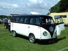 blach and white vw bus (like Shamou)