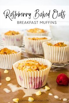 Delicious, easy and healthy, these raspberry baked oats muffins are the perfect breakfast for grabbing on busy mornings. Simple to make and heathly, you'll want to keep them all for yourself astuce recette minceur girl world world recipes world snacks Healthy Breakfast Muffins, Oat Muffins, Breakfast Recipes, Slimming World Breakfast Muffins, Raspberry Breakfast, Breakfast Options, Diet Breakfast, Brunch Recipes, Dinner Recipes
