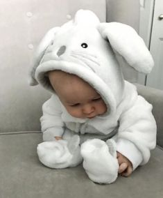 Baby clothes should be selected according to what? How to wash baby clothes? What should be considered when choosing baby clothes in shopping? Baby clothes should be selected according to … So Cute Baby, Baby Kind, Cute Baby Clothes, Cute Kids, Cute Babies, Cute Children, Funny Babies, Baby Outfits, Baby Spa