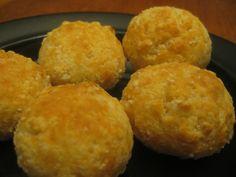 pao de queijo, petit pain au fromage brésilien