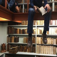 Shared by aesthetics. Find images and videos about indie, book and library on We Heart It - the app to get lost in what Boarding School Aesthetic, Dead Poets Society, Old Money, The Secret History, Book Aesthetic, White Aesthetic, Aesthetic Fashion, Light In The Dark, Find Image