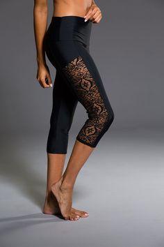 Stunner Capri Pant - Black Lace | Onzie