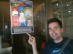Don José Luis Paños con el cartel del musical HAIRSPRAY que el grupo de teatro del cole representará el Día Sed de este año. All in English.