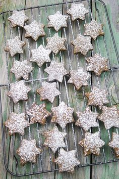 At least in the kitchen. Here is my recipe for delicious ginger Mince Pies, Keks Dessert, Christmas Cookies, Christmas Gingerbread, Christmas Ideas, Bake Sale, Merry Xmas, Winter Time, My Recipes