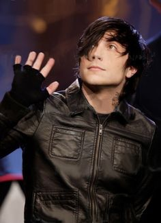 My Chemical Romance ~ Frank Iero Frank Iero, Mikey Way, Emo Bands, Music Bands, Rock Bands, My Chemical Romance Members, Band Memes, Evanescence, Pierce The Veil