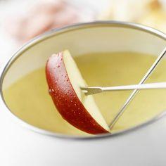 Fondue Raclette, Dessert Parfait, French Food, Maple Syrup, Vinaigrette, Panna Cotta, Cooking Recipes, Voici, Fruit