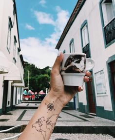 World map Temporary Tattoo / Airplane flash tattoo / Wrist tattoo for travelers / Wind rose Compass / Wanderlust / Couple Tattoo set Fernweh Tattoo Windrose Tattoo Kompass Tatto Ink, Tattoo Set, Diy Tattoo, Get A Tattoo, Unique Tattoos, New Tattoos, Small Tattoos, Tattoos For Guys, Tattoos For Women