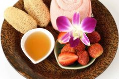 strawberries and honey mask: How to get rid of Whiteheads Natural Acne Treatment, Natural Acne Remedies, Honey For Acne, Home Remedies, Strawberry, Peach, Skin Care, Make It Yourself, Fruit