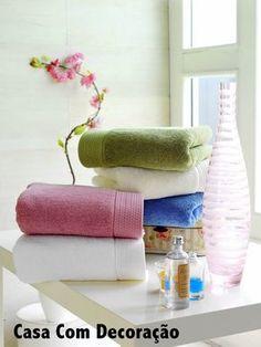 Começando a semana com uma dica doméstica fácil, que facilita a vida e deixa as toalhas bem cuidadas.   Como perfumar as tolhas de ban...