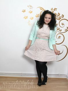 In Fat Style - Stil in Übergröße: Lace Dress and French Shoes
