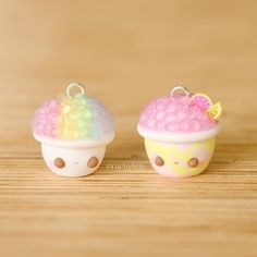 Here are two snow cone charms I made! There is a rainbow and a pink lemonade inspired one, perfect for summer! I used craft ice I received from Hope you like them! ✌ by melinda Easy Polymer Clay, Polymer Clay Figures, Polymer Clay Miniatures, Polymer Clay Projects, Polymer Clay Charms, Polymer Clay Creations, Diy Clay, Clay Crafts, Sculpey Clay