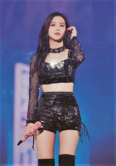 Stage Outfits, Kpop Outfits, Korean Outfits, South Korean Women, Skinny Inspiration, Jennie Lisa, Blackpink Photos, Blackpink Fashion, Velvet Fashion