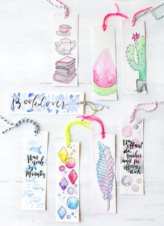 With watercolor paint, water and good paper can be quickly watercolor bookmarks create. Then into dancing a hole through pull yarn - that are the DIY watercolor bookmarks. Creative Bookmarks, Diy Bookmarks, Bookmark Ideas, Bookmark Craft, Crochet Bookmarks, Creative Crafts, Pot Mason Diy, Mason Jar Crafts, Mason Jars