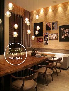 Inspiração Loft: Paredes de Tijolos + Luminárias Pendentes integrando Sala & Cozinha  Fonte: Decorviva!