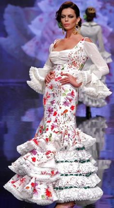 Hacienda Style, Beauty Awards, Formal Gowns, Traditional Outfits, Beautiful Dresses, Celebrations, Spain, Portraits, Prom