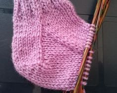 Many say they can't knit socks, often because of the heels . Many say they can't knit socks, often because of the heels. Here we will try to show how to knit heels in different ways. We hope you dare to try and for those who already can . Knitting Socks, Knitted Hats, Knit Socks, Knit Crochet, Crochet Pattern, Bra Hacks, Textiles, Crochet Accessories, Handicraft
