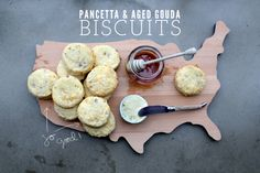 PANCETTA_GOUDA_BISCUITS_001 http://loveandcupcakesblog.com/2013/02/04/from-the-kitchen-pancetta-aged-gouda-biscuits/